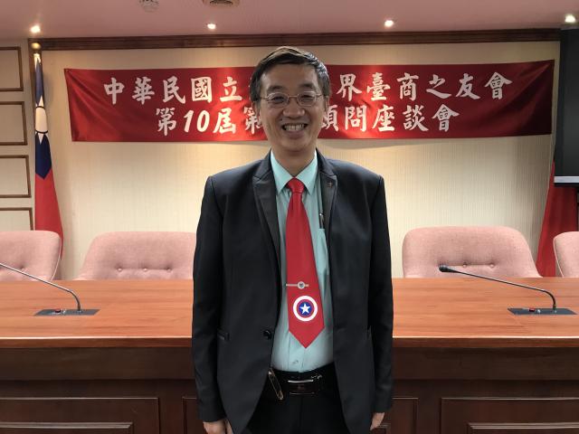 北美臺商會總會長吳怡明28日表示,美國DFC五千億基金,是美國希望企業離開中國、擺脫中共經濟控制,而拋出的「誘因」。