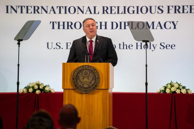 美國國務卿蓬佩奧9月30日在梵蒂岡的活動上呼籲教廷,面對中共強權要「勇敢地捍衛人權」。(蓬佩奧推特)