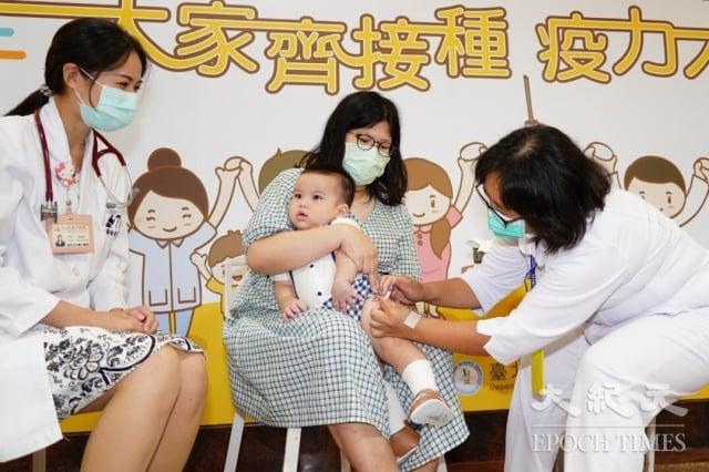 臺北市政府5日舉行公費流感疫苗開打記者會。(臺北市政府提供)