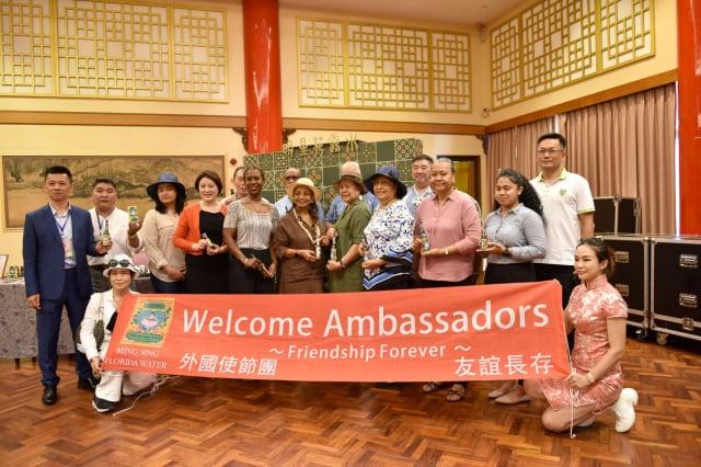 台灣友邦駐華使節團南下高雄參訪,體驗中華傳統文化的知性與美好。