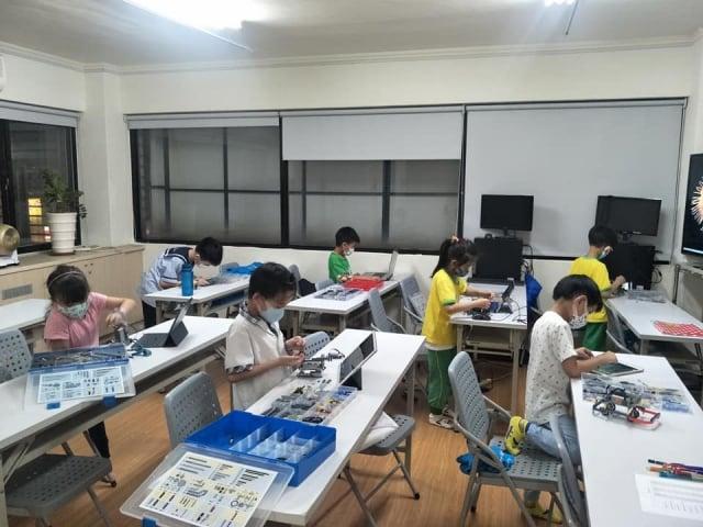 「線上教學及學習平台」學員上課情形。(桃園市青年事務局 提供)