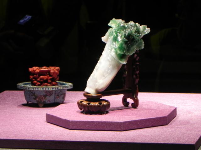 故宮文物所有權問題,國立故宮博物院長吳密察7日表示,屬於中華民國。圖為國寶「翠玉白菜」。(記者蔡上海/攝影)