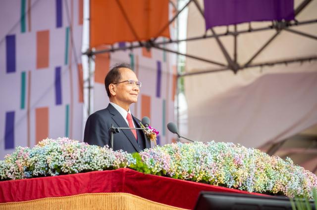 立法院長游錫堃在109年中華民國國慶典禮上表示,台灣是在苦難中淬鍊而生的國家,面對強權不斷打壓依然抬頭挺胸、自信前行,很高興常聽到有人說,「做台灣人真幸福」。(游錫堃辦公室提供)