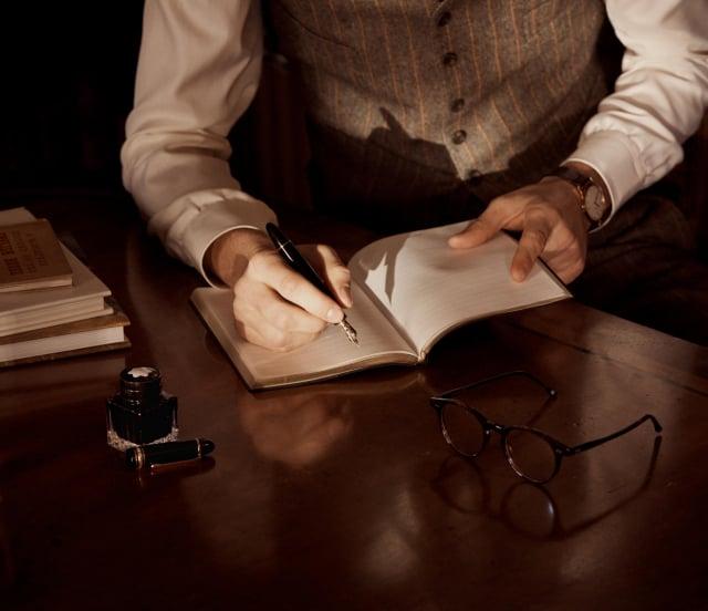 書寫套組彰顯紳士特務的優雅奢華品味。(品牌提供)