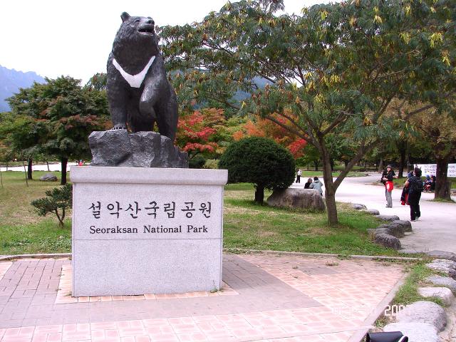 雪嶽山國立公園新興寺入口處。(Steve46814/維基百科公有領域)