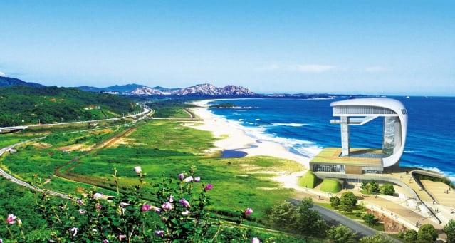 雪高城統一展望臺。據說,此處是南韓第一個能眺望北韓的展望臺,建造目的 乃是為了一解百姓被迫分隔兩地的思鄉情愁,同時也祈願統一到來的一天。(江原道高城郡提供)