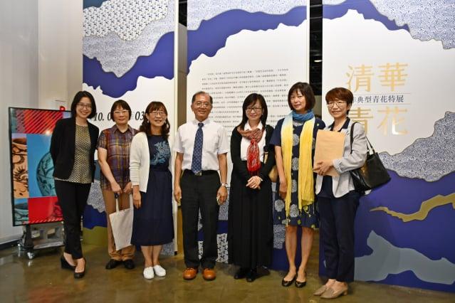清大副校長陳信文(中)、清大文物館籌備處主任馬孟晶(左3)與優秀的策展團隊合影。