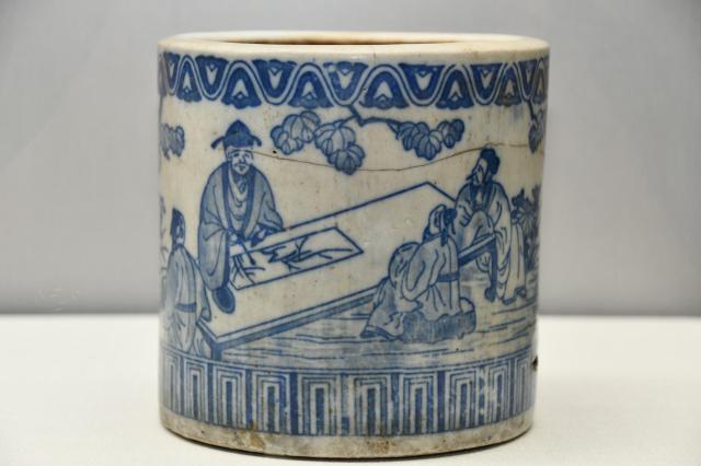 銅版轉印青花人物紋火缽,來源:日本。