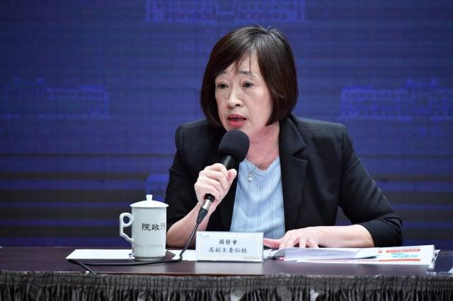 國發會副主委高仙桂15日在政院會後記者會說明有關「關鍵人才培育及延攬戰略」。(行政院提供)