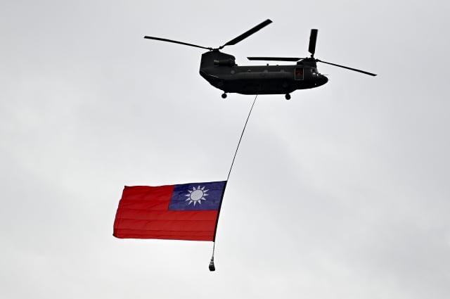 政治觀察家吳嘉隆表示,美國總統川普主導「滅共」,美國要將中共定為非法政權、恐怖組織,「中華民國」就是應對中共政權無合法性的招牌。圖為中華民國國旗。(SAM YEH/AFP via Getty Images)