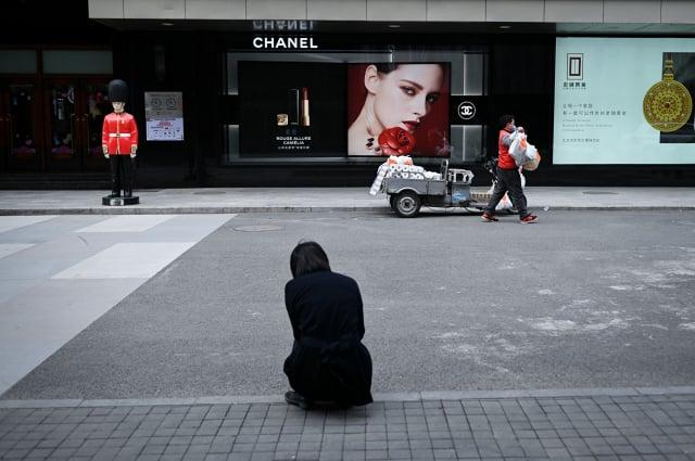 分析指出,中國經濟主要依賴經濟刺激措施,無法持續。(WANG ZHAO/AFP via Getty Images)