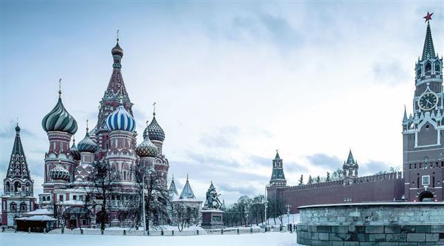 俄國早年在歐洲是從一個偏僻的小鄉村——莫斯科發展而成的國家。1922年後俄國共產黨用強權逼迫周邊的10多個國家和它合併成一國,即蘇聯。圖為冬天的莫斯科。(123RF)