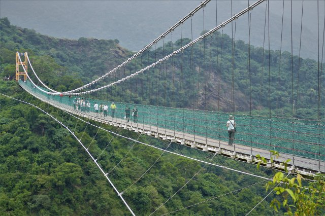 這座號稱東南亞最高的多納吊橋,長232公尺、高103公尺。(攝影/賴瑞)