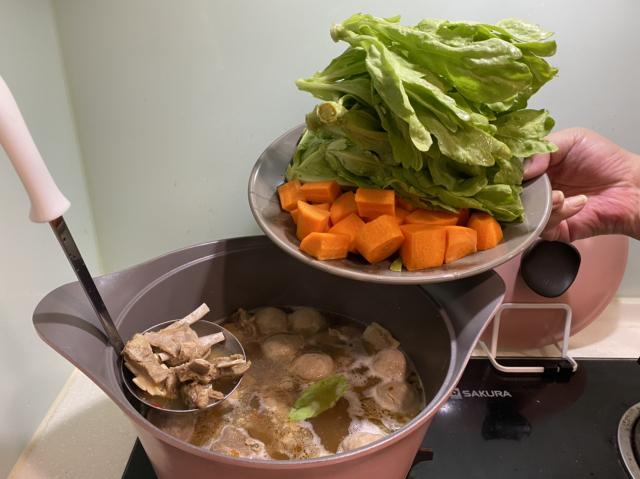 張煒東醫師說,吃火鍋一定要家蔬菜。