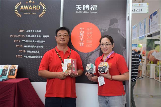 2020高雄國際食品展「海味專區」優質水產——天時福,總經理吳藙民歡迎大家來嘗鮮。(攝影/鄭池南)