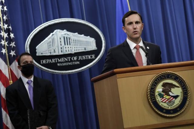 美國司法部代理助理部長拉比特(Brian C. Rabbitt)10月22日在華盛頓特區宣布,全球金融巨頭高盛將支付總額約29億美元,以解決涉及其馬來西亞子公司的大規模1MDB醜聞案。(YURI GRIPAS / POOL / AFP via Getty Images)