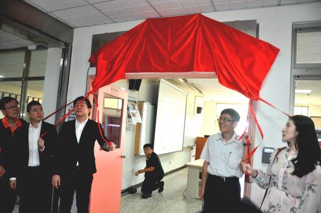 建國科大與金雨企業技術合作專區揭牌。(建國科大提供)
