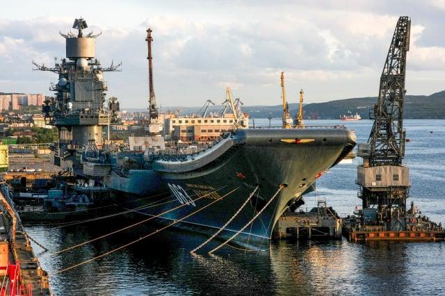2009年8月19日,俄羅斯的航空母艦庫茲涅佐夫號停在摩爾曼斯克。