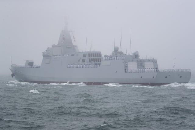 2019年4月23日,中共海軍的新型055型驅逐艦南昌號在青島附近海域。