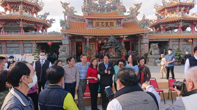 副總統賴清德參訪著名的百年寺廟台東天后宮,台東縣台南鄉親會趕來相聚。