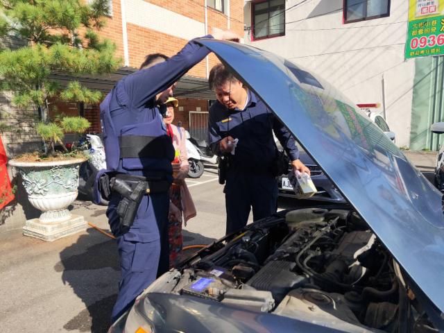 警方並請保養廠協助修理。