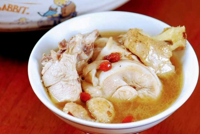 渼物市集阿祿師手作即食料理包麻油雞。(業者提供)