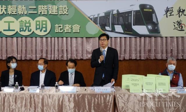 高雄市長陳其邁宣布輕軌二階復工,宣示2023年底全線通車。(記者方金媛/攝影)