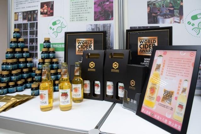 德意生物科技使用台灣在地農產品釀造水果氣泡酒。