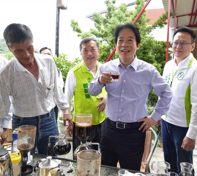 賴清德副總統品嘗大坑農特產帝雉咖啡,是當年獲得日本天皇喜愛的御用咖啡。