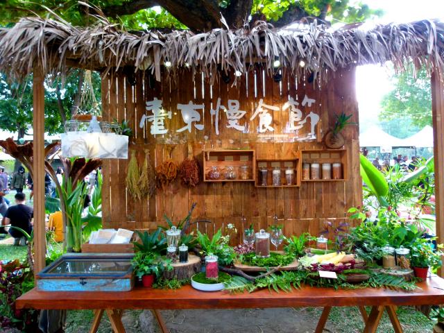 臺東慢食節,民眾享受在地美食和悠閒氛圍。(攝影/龍芳)