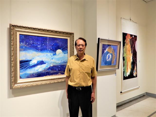 前台中市長林輝堂西畫展,展出「畫布上的天目」宇宙系列共65件作品,富含東方美學。(記者黃玉燕/攝影)