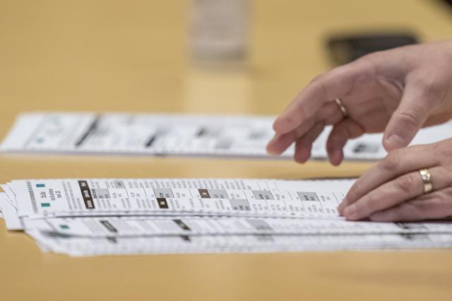 一項新的研究顯示,民主黨總統候選人拜登從數以千計的非公民非法投票中獲益。圖為選票資料照。(Andy Manis / Getty Images)