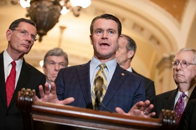 美國國會共和黨參議員楊恩(前中)11月22日表示,共和黨將在1月5日喬治亞州的參議員決選中,對抗舞弊。資料照。(Samuel Corum/Getty Images)