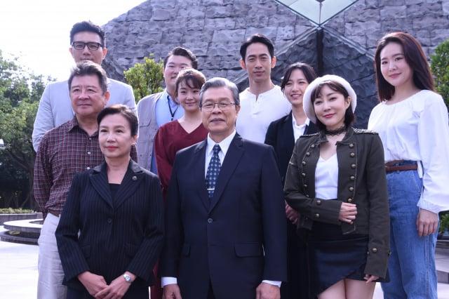 《國際橋牌社2》於2020年11月24日在臺北舉行開鏡儀式。 (記者黃宗茂/攝影)