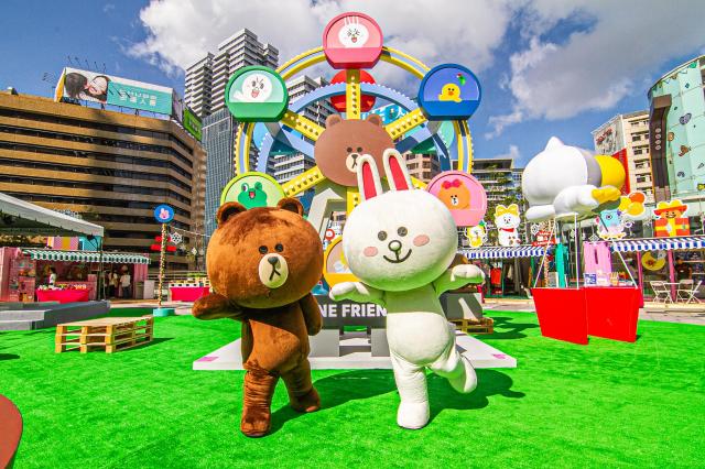 LINE FRIENDS鎮店之寶熊大及兔兔熱烈啟動活動。 (統一時代提供)
