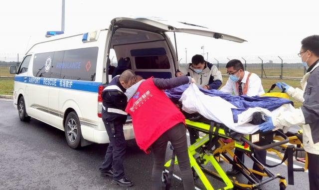 上海禾新醫院護送蘇州重症病人至上海浦東國際機場。。