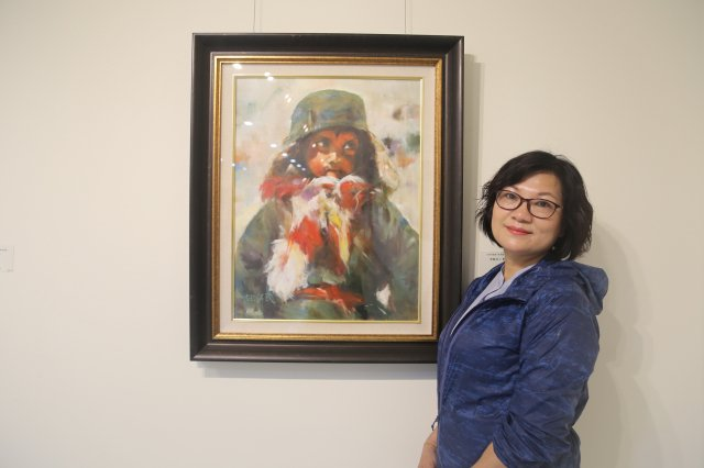 歐萃瑩油畫作品《堅毅的小勇士》,展現阿富汗兒童深沉的情感。(葫蘆墩文化中心提供)
