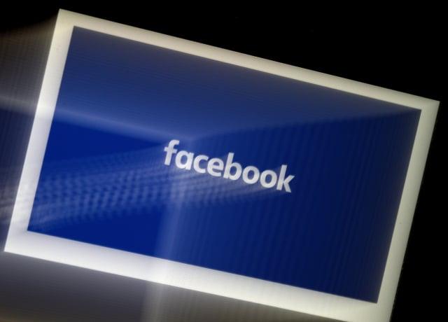 美國川普政府指控臉書偏好錄用移民應徵者擔任數以千計的高薪職務,狀告臉書歧視美國勞工。(OLIVIER DOULIERY/AFP via Getty Images)