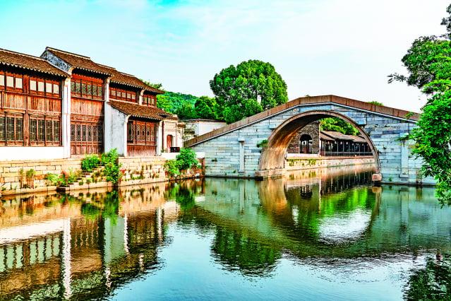 張良在一座橋上遇到黃石公而有了《張良拾履》的典故。(Shutterstock)