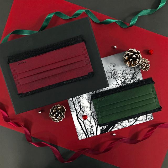 出聖誕限定款醫療口罩。(設計購物網站Pinko提供)