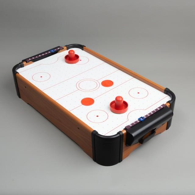 GOOD OLD DAYS桌上型冰球機,檯面特殊噴氣設計增進遊戲刺激性。(誠品提供)