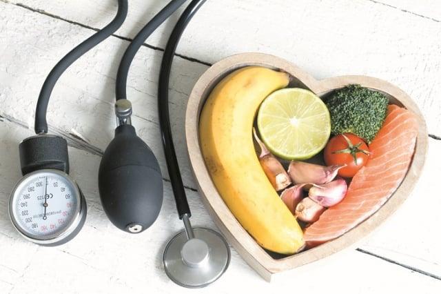 高血壓是心血管疾病、腦中風、糖尿病、腎臟病等重大慢性病的共同危險因子,經確診為高血壓應依醫囑吃藥控制,醫師會根據病人年齡、血糖、腎功能等因素,給予適合的藥。(123RF)