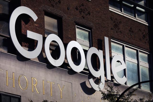 關於臉書、谷歌等科技巨獸是否已經染紅?律師黃帝穎坦言,「確實。」( Spencer Platt/Getty Images)