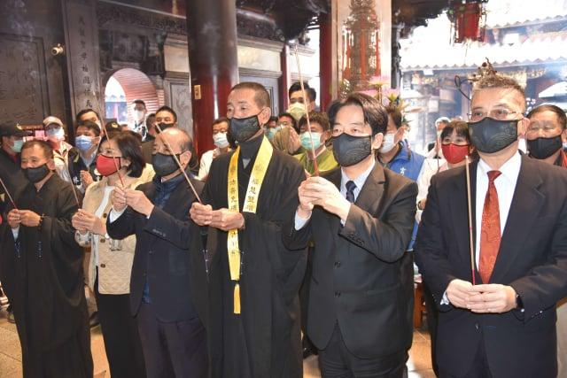 副總統賴清德(右二)15日特別南下參加北港朝天宮祈福法會!