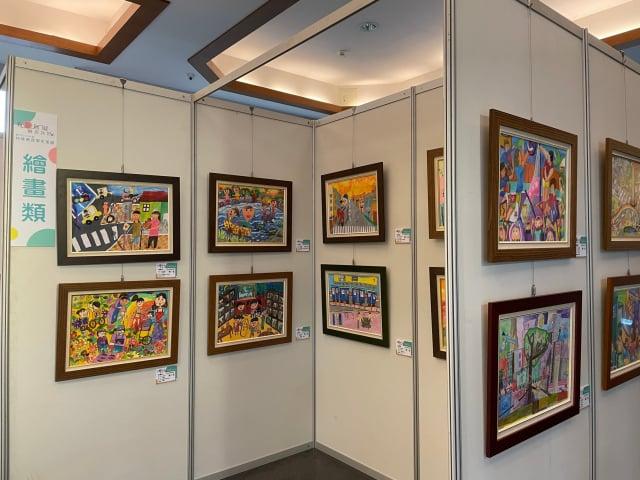 109年度特殊教育學生美展16日起至20日共五天,清華大學南大校區綜合教學大樓一樓109件特殊教育美術比賽前三名優秀作品。