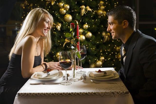 澳洲約會專欄作家霍金(Jana Hocking)認為,第一次約會應由男方買單。(Shutterstock)
