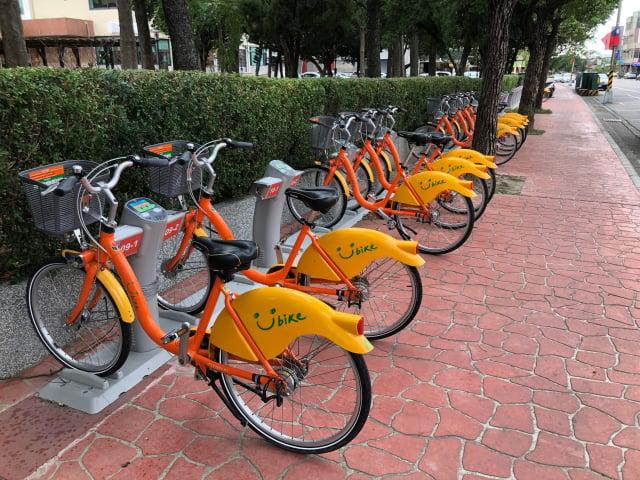 臺北市交通局2019年起委託微笑單車公司經營YouBike,規定年營收達3.6億元才需繳納18%的權利金。(中央社)