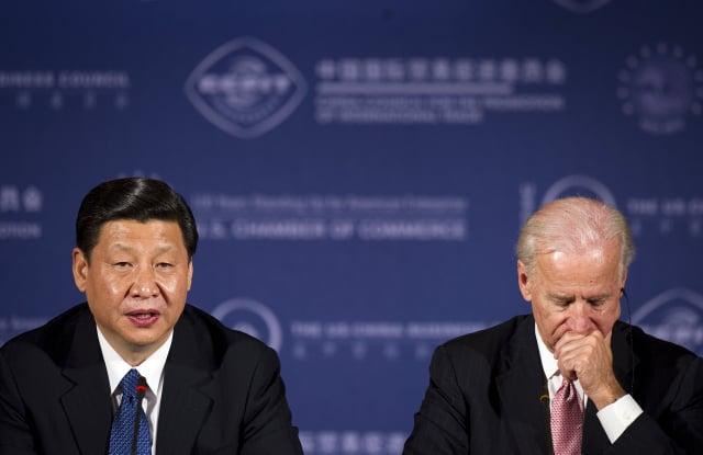 2012年2月14日,時任中國國家副主席習近平與美國副總統拜登進行會談。(JIM WATSON/AFP via Getty Images)