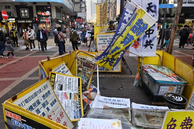 香港旺角法輪功真相點繼上週被惡人破壞後,12月20日再被人噴漆破壞,據指是上次破壞黃大仙真相點的5名惡徒所為。(記者宋碧龍/攝影)