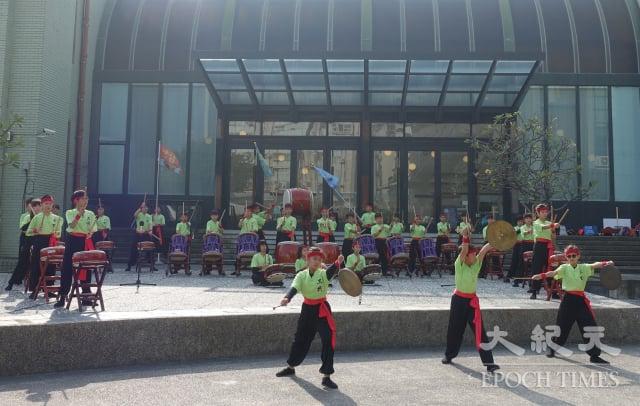 三民國小太鼓表演。